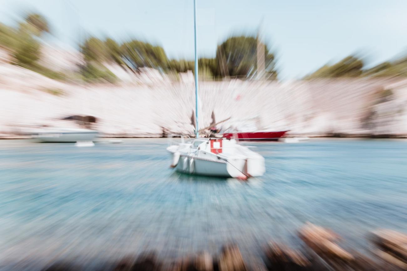 Explozoom : effet photographique explosif à la calanque de Port-Miou proche de Cassis