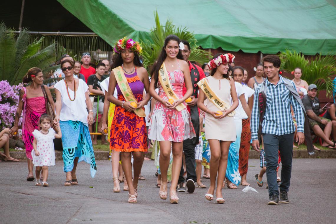 Reines de beauté à la Fête de l'orange de Punaauia à Tahiti
