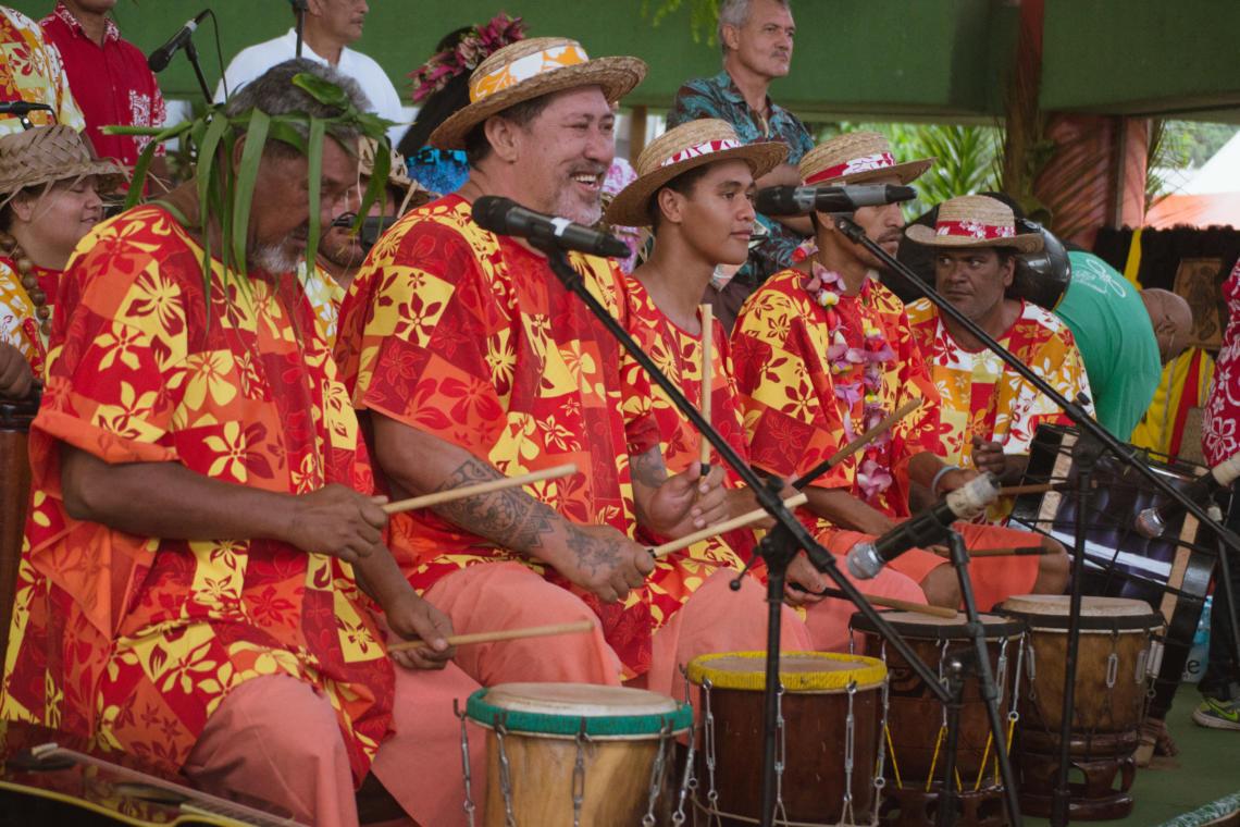 Orchestre du spectacle de danse tahitienne à la Fête de l'orange à Punaauia, Tahiti