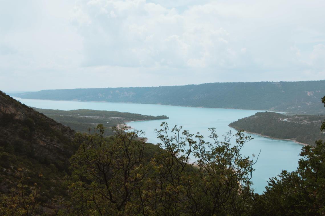 Le lac de Sainte-Croix au bout des gorges du Verdon