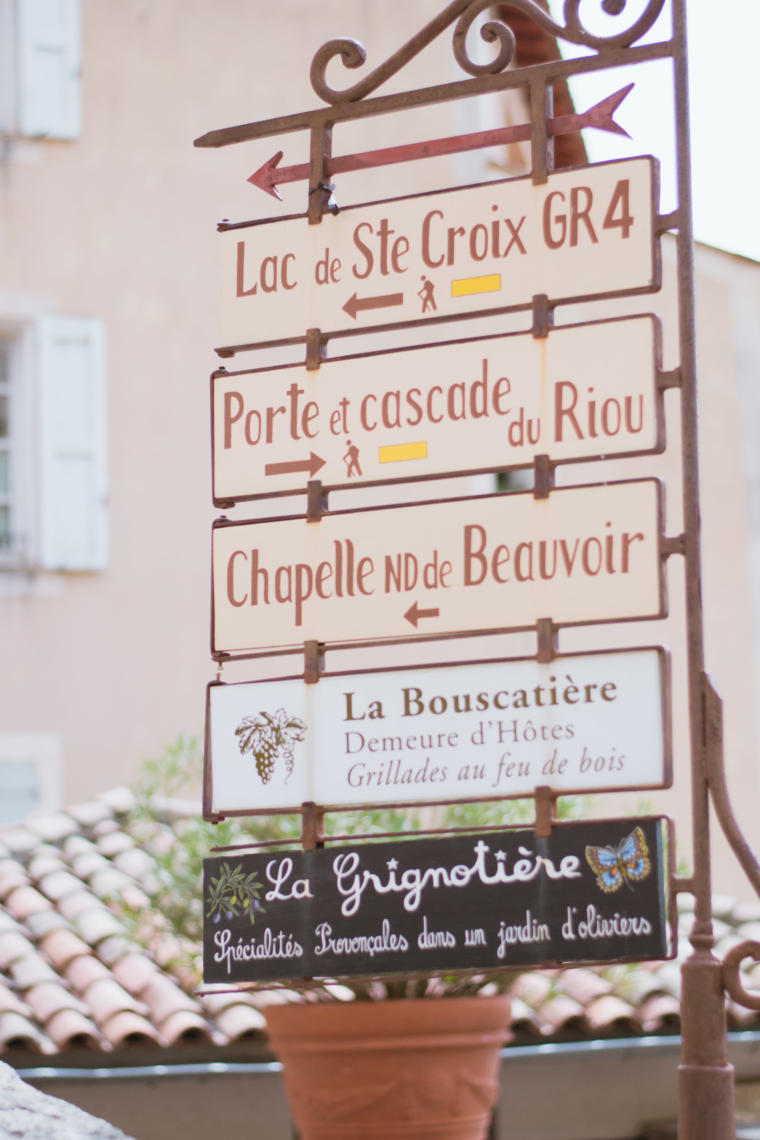 Dans les rues de Moustiers-Sainte-Marie
