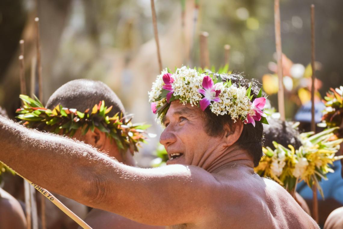 Préparation au lancer de javelot, un sport traditionnel polynésien