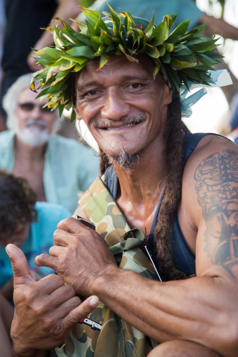 Rencontre pendant les Les courses de porteurs de fruits, un sport traditionnel polynésien