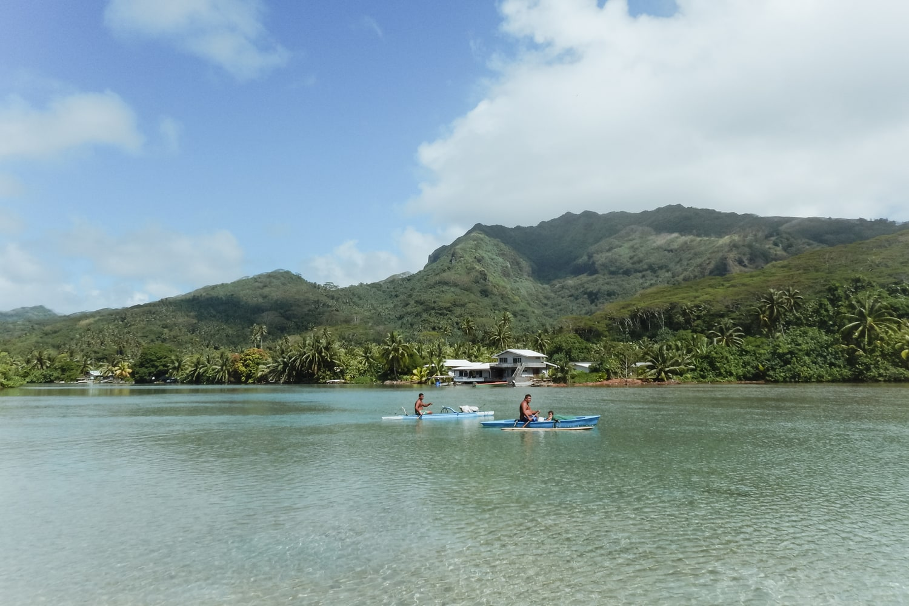 Ma soeur et moi avons fait une balade à cheval à Huahine en Polynésie. Sur la plage, dans les terres et dans le lagon, c'était vraiment une expérience hors du commun ! #cheval #baladeàcheval #équestre #excursion #atypique #Huahine #Polynésie #Tahiti #Îlessouslevent #island #Polynesia #LeewardIslands #Pacificisland