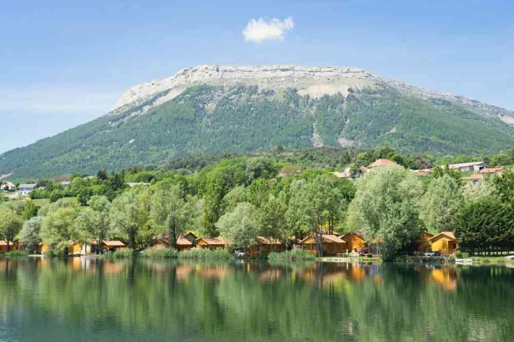 Direction le Luberon, en s'arrêtant au lac de Pelleautier