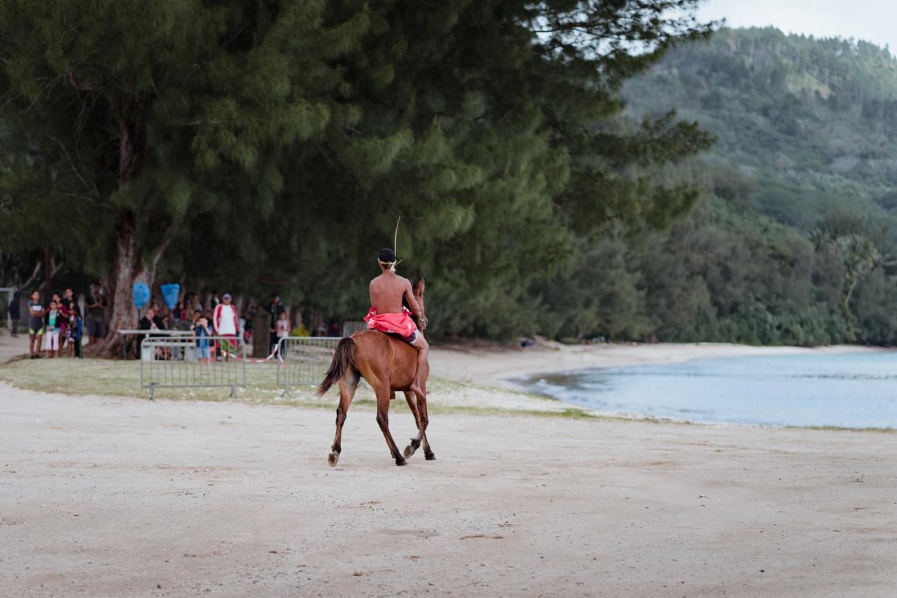Course de chevaux sur la plage d'Avera à Rurutu, archipel des Australes, Polynésie française