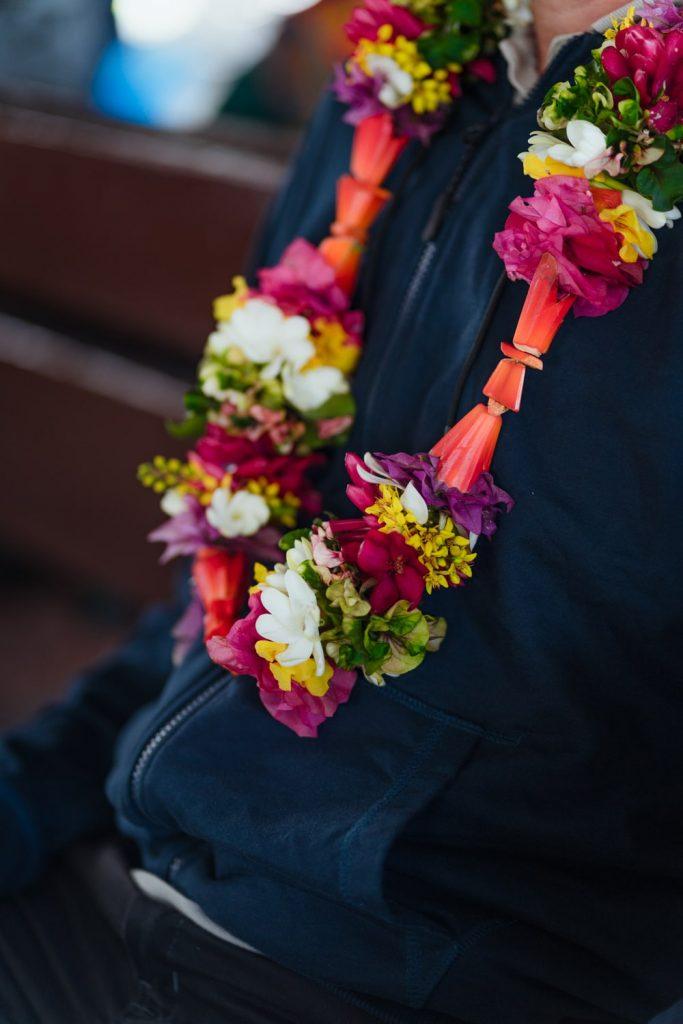 Collier de fleurs offert par la pension Teautamatea à Rurutu, archipel des Australes, Polynésie française