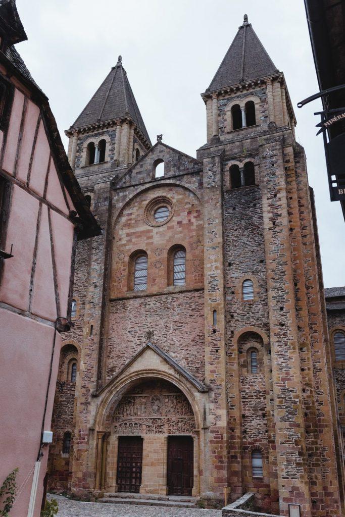 Abbatiale de Conques, village de la vallée du Lot en Aveyron