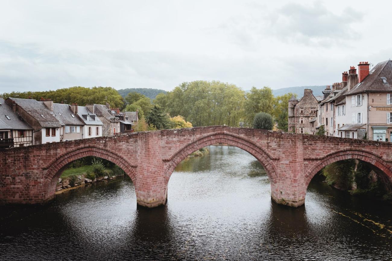 Pont Vieux d'Espalion, village de la vallée du Lot en Aveyron