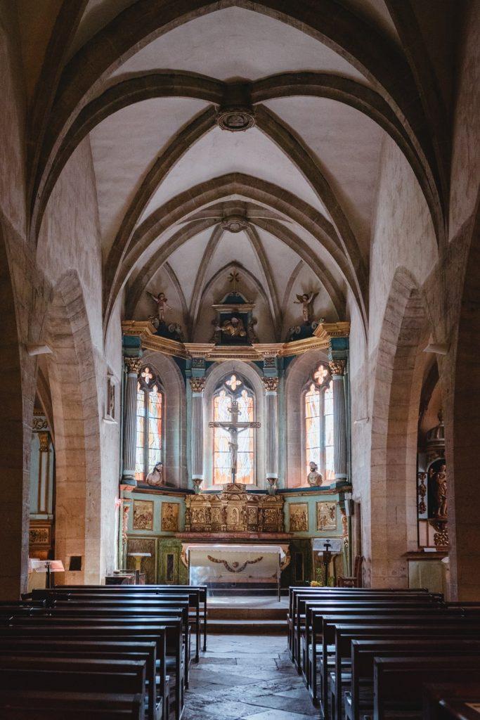 Dans l'église d'Estaing, village de la vallée du Lot en Aveyron