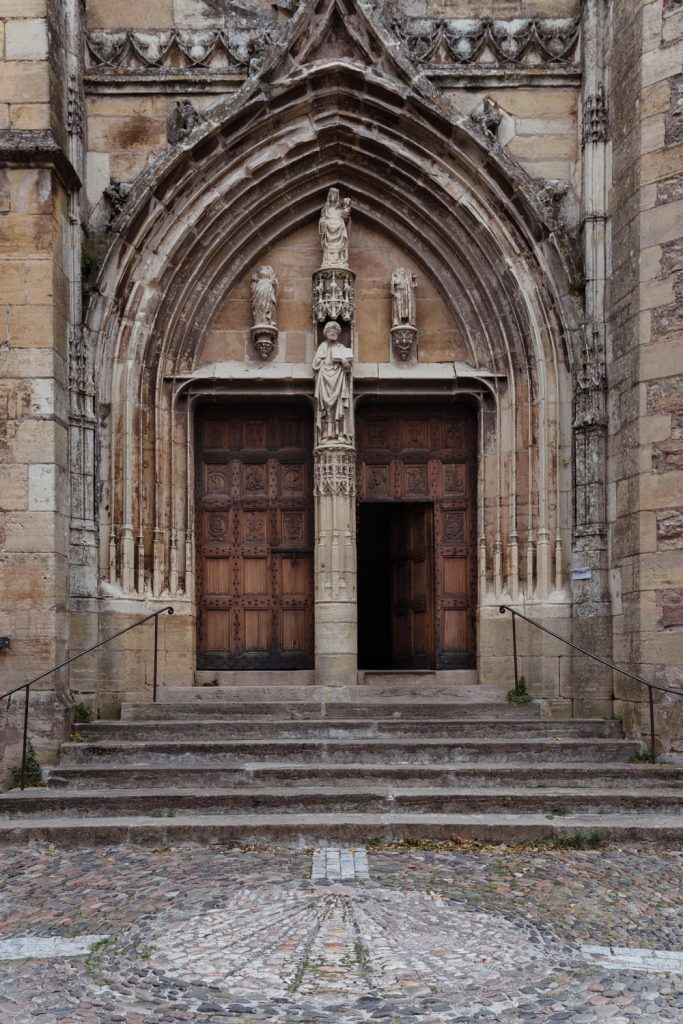 Eglise de Saint-Côme-d'Olt, village de la vallée du Lot en Aveyron