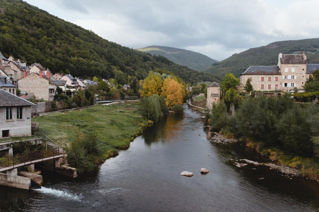 Saint-Geniez-d'Olt, village de la vallée du Lot en Aveyron