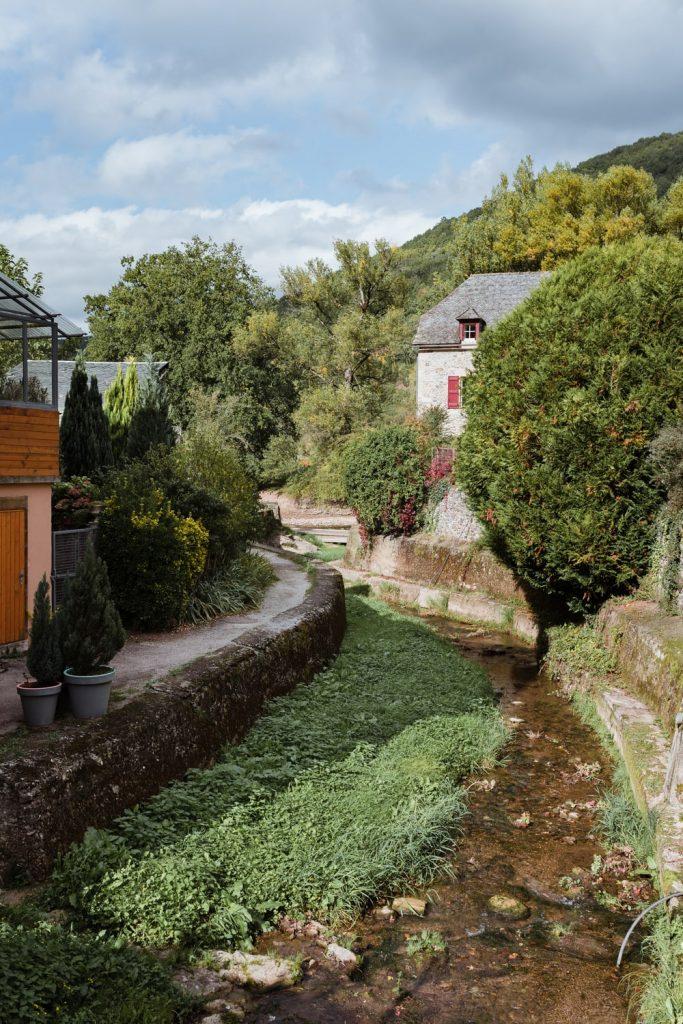 Sainte-Eulalie-d'Olt, village de la vallée du Lot en Aveyron